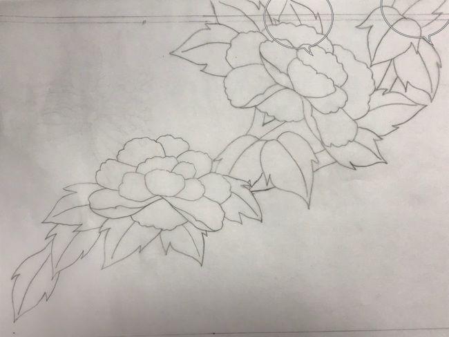 牡丹と蝶の花丸紋の加賀繍の名古屋帯の腹部分の最終形の下絵・斜めに流れる図案・修正部分