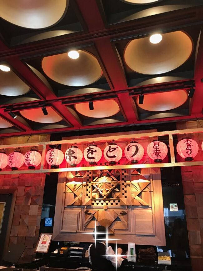 新橋演舞場のロビー・東をどりの提灯