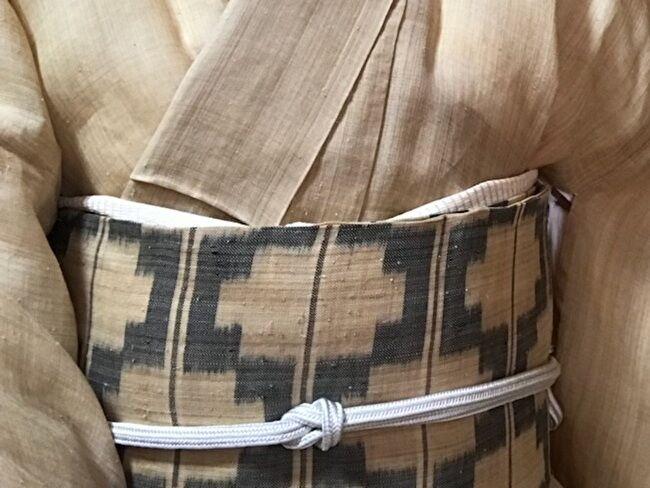 生成り無地芭蕉布の着物に芭蕉布の絣の名古屋帯のコーディネート・帯のアップ